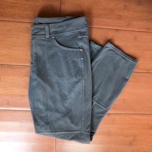 Gray Athleta Capri Pants/ Athletic Capri Size LP